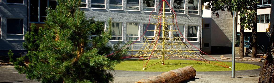 Skolgårdsrenovering på Farsta gymnasium